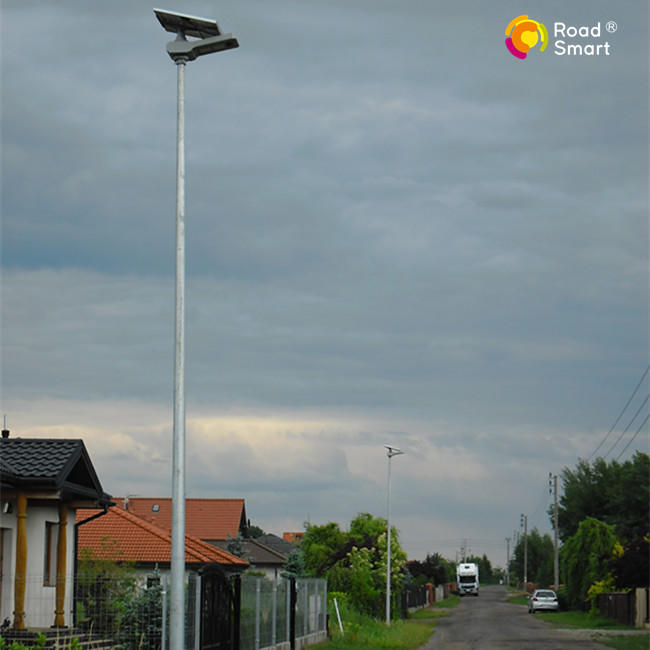 Hot Sale 105 LED High Power Integrated Solar LED Street Light with Remote Control