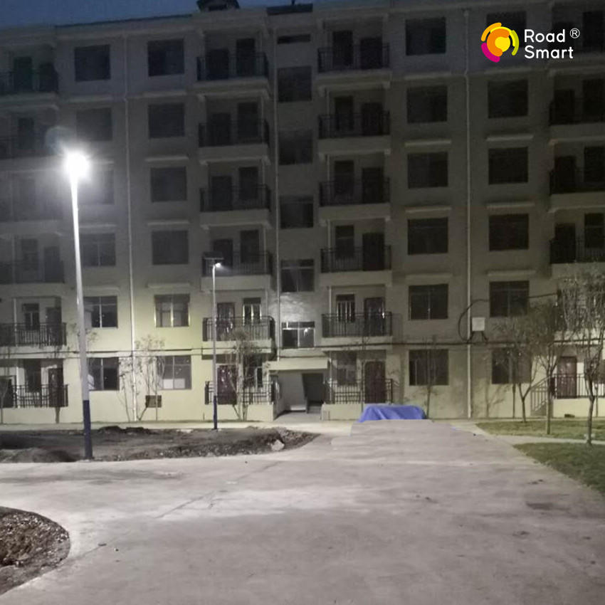 Intelligent Outdoor Solar LED Street Light for Pathway Park Village