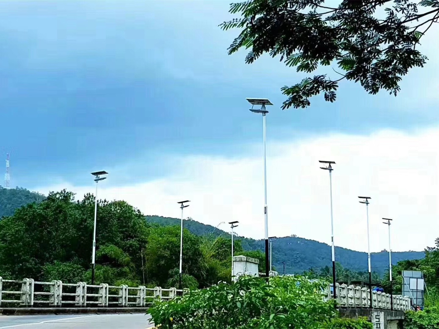 Road Smart-Solar Road Light Manufacturer, Solar Powered Outdoor Lamp | Road Smart